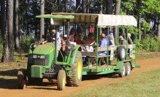 Photo of tractor ferrying attendees to demonstration sites
