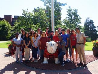 2018 UGA Griffin Young Scholars posing with UGA mascot